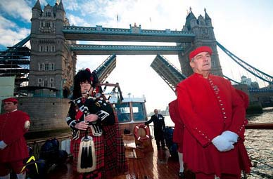 Remembrance Day 2009 Piper Tower Bridge